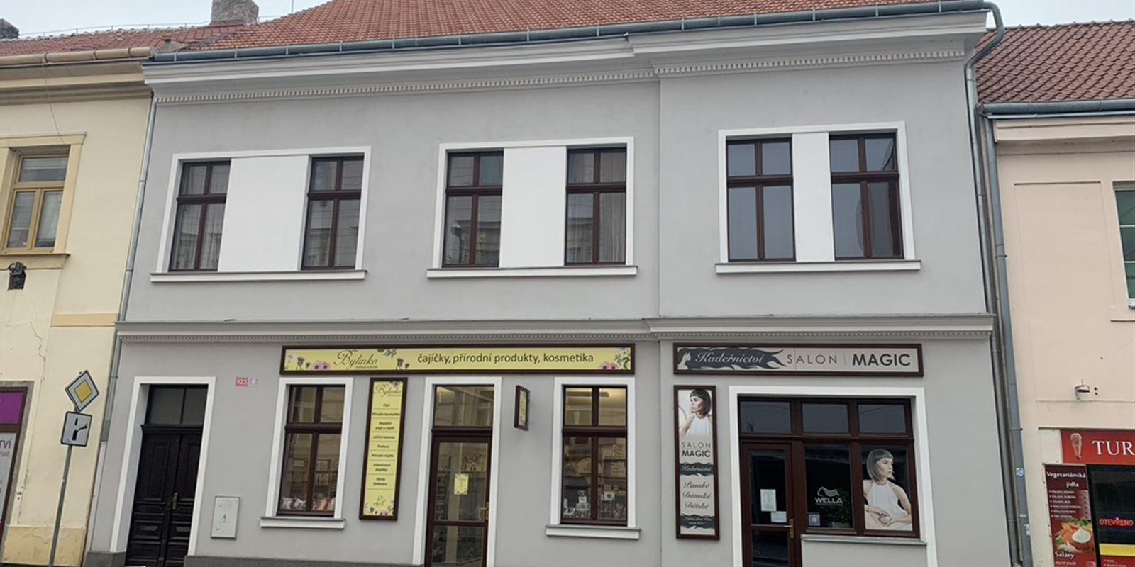 Vorlíček   Okna a dveře - Bytový dům   Dřevěná okna   Slaný 2018